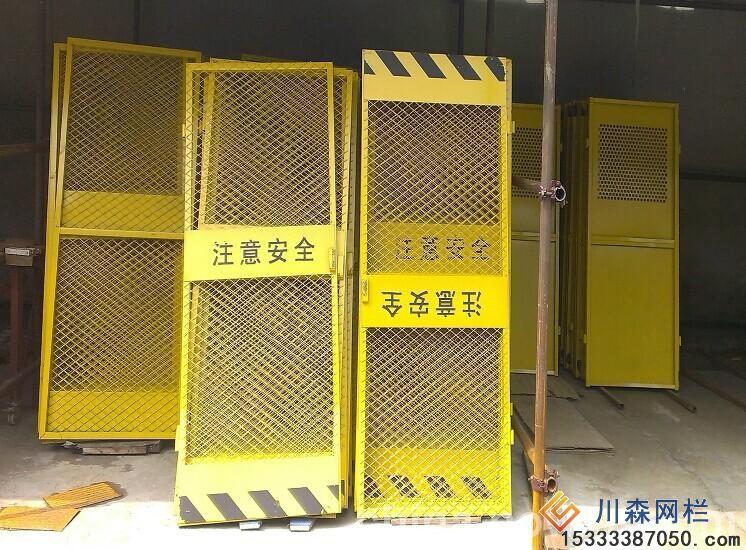 电梯安全门在什么地方安装使用--专业的护栏网厂家找