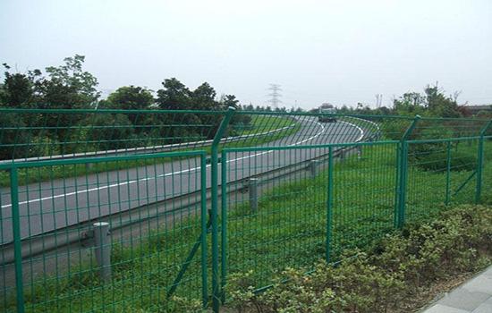 高速护栏网安装要求