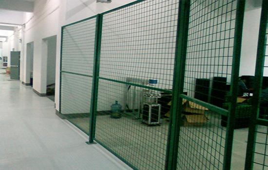 厂区围栏厂家如何让护栏网寿命更长
