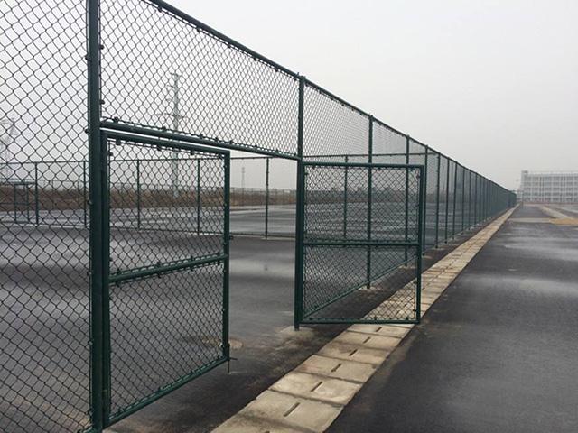 足球场护栏网三大种类